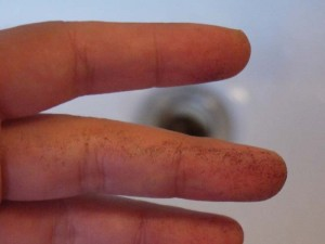 指についたパウダー