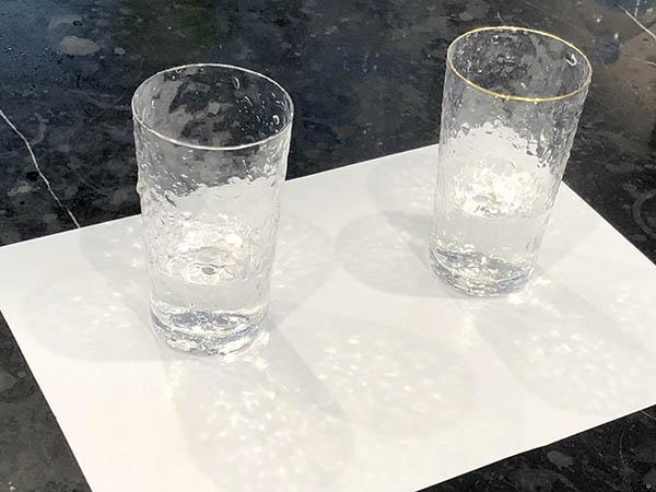 コップに入った水道水